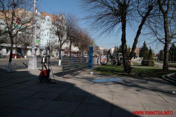 У Вінниці почали «ламати» Майдан Незалежності перед мерією (ФОТО), фото-4