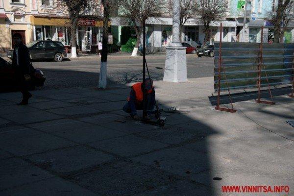 У Вінниці почали «ламати» Майдан Незалежності перед мерією (ФОТО), фото-5