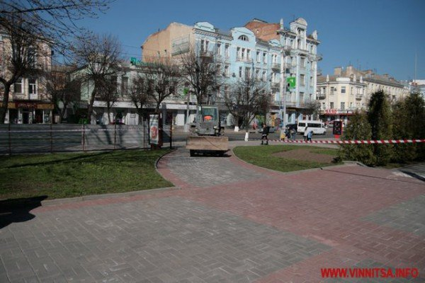 У Вінниці почали «ламати» Майдан Незалежності перед мерією (ФОТО), фото-9
