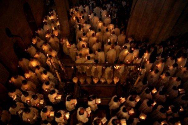 Православні тернополяни з хвилюванням чекали звістки про сходження благодатного вогню, фото-3