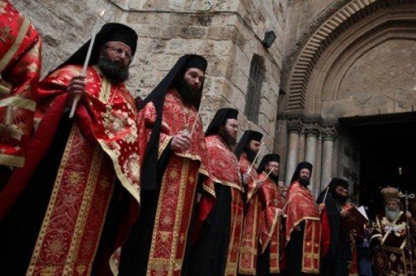 Православні тернополяни з хвилюванням чекали звістки про сходження благодатного вогню, фото-1