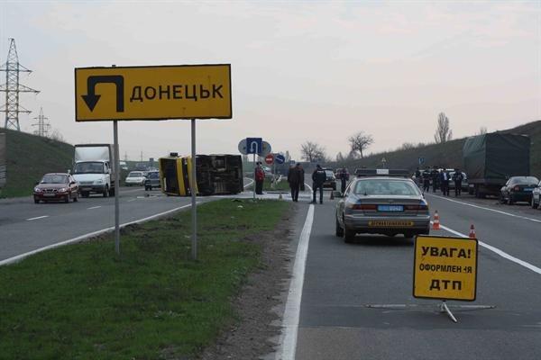 На трассе Горловка-Донецк грузовик снес автобус. 12 человек травмированы (Фото), фото-2