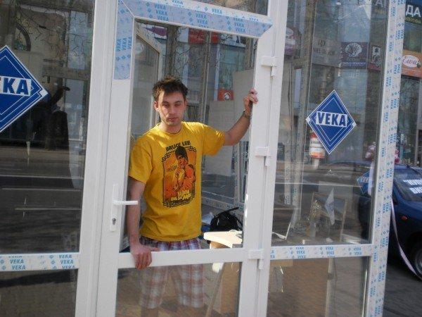 Человек «за стеклом» в Кривом Роге трудно спит и долго ест (ФОТО), фото-3