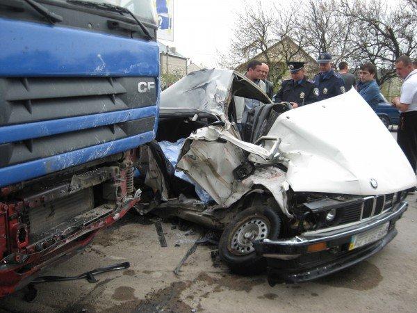 Под Симферополем «девятка» отправила BMW под колеса грузовика (фото), фото-1