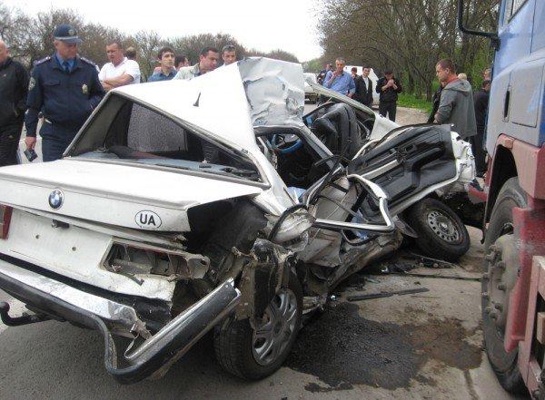 Под Симферополем «девятка» отправила BMW под колеса грузовика (фото), фото-2