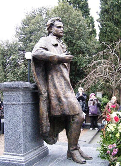 В Ялте решили споить памятник Пушкину, фото-1