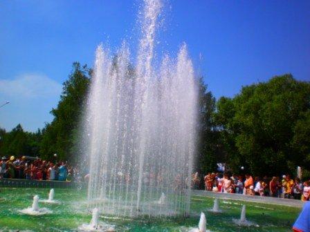 В День города возле здания горсовета Кривого Рога заработал новый светодинамический фонтан (ФОТО), фото-2
