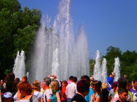В День города возле здания горсовета Кривого Рога заработал новый светодинамический фонтан (ФОТО), фото-4