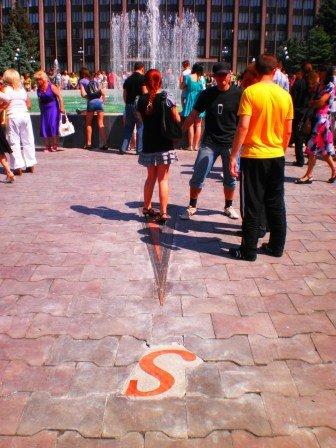 В День города возле здания горсовета Кривого Рога заработал новый светодинамический фонтан (ФОТО), фото-7