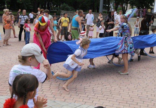 В донецком парке дети разыграли призы от ФК «Шахтер» (фото), фото-7