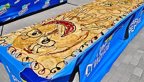 В Луганске «нарисовали» картину из блинов (фото), фото-4