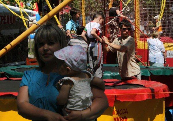 В день защиты детей в Донецке сорвали конкурс детского рисунка (фото), фото-1