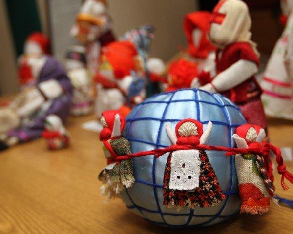 Донецкая милиция удивила детей куклами-мотанками и украинской Барби (фото), фото-2
