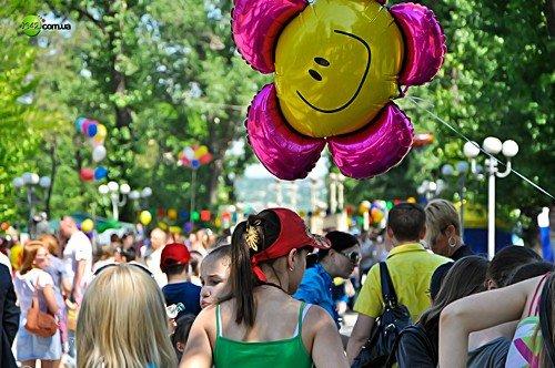 Вчера маленькие луганчане отмечали свой праздник (фото), фото-1
