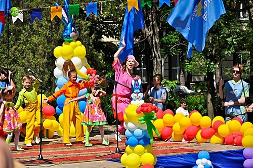 Вчера маленькие луганчане отмечали свой праздник (фото), фото-4