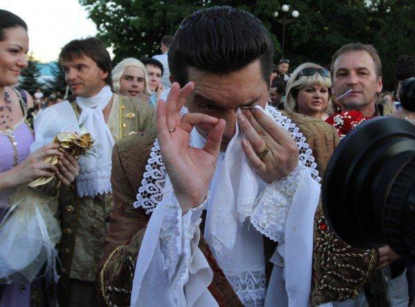 Такой свадьбы Донецк еще не видел - известный актер 32 мая расписался на воздушном шаре (фото), фото-3