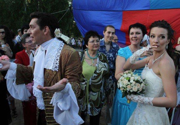 Такой свадьбы Донецк еще не видел - известный актер 32 мая расписался на воздушном шаре (фото), фото-5