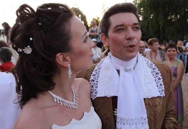 Такой свадьбы Донецк еще не видел - известный актер 32 мая расписался на воздушном шаре (фото), фото-2