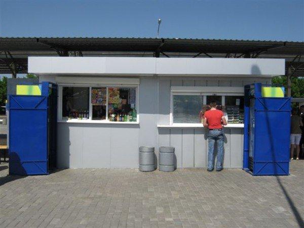 Не прошло и месяца, как на новый донецкий автовокзал завезли туалеты с рукомойниками и установили лавочки и урны (фото), фото-9