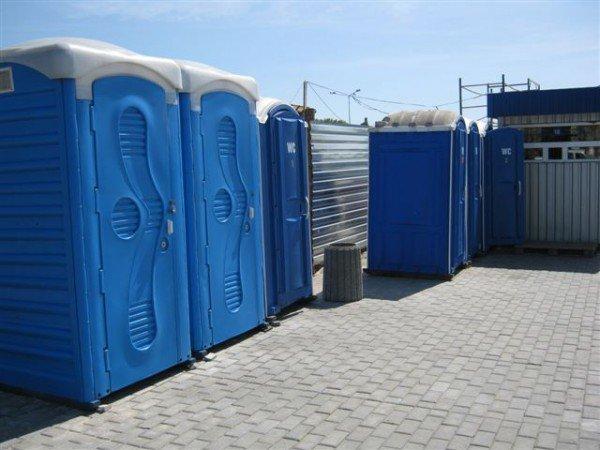 Не прошло и месяца, как на новый донецкий автовокзал завезли туалеты с рукомойниками и установили лавочки и урны (фото), фото-4