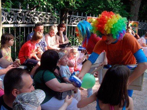 Жителей Крыма познакомили с «Веснушками» и накормили бесплатным мороженым (фото), фото-8