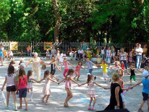 Жителей Крыма познакомили с «Веснушками» и накормили бесплатным мороженым (фото), фото-7
