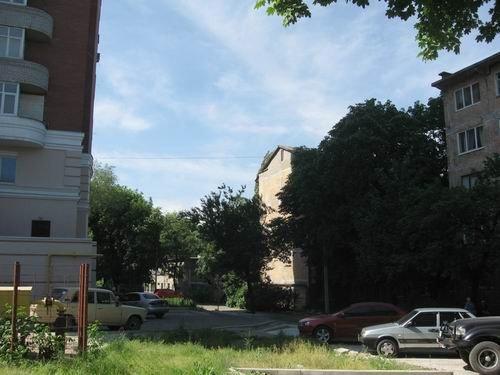 Сын Януковича забрал у жителей дома в центре Донецка все придомовую территорию сроком на 49 лет, фото-3