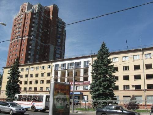 Сын Януковича забрал у жителей дома в центре Донецка все придомовую территорию сроком на 49 лет, фото-1