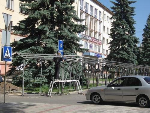 Сын Януковича забрал у жителей дома в центре Донецка все придомовую территорию сроком на 49 лет, фото-2
