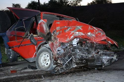 В Донецкой области в результате лобового столкновения двух автомобилей погибло трое человек (фото), фото-1