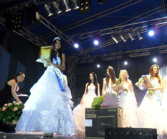Мисс Симферополя получила две короны и телевизор от мэра (фото), фото-9