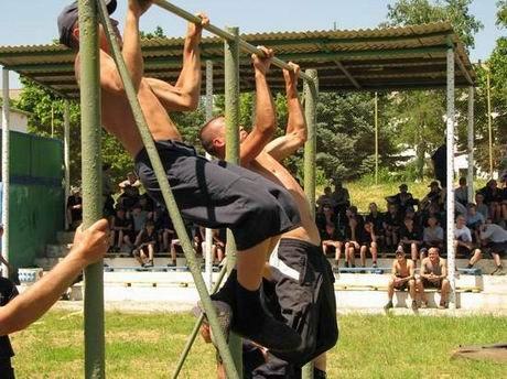 В харьковской «зоне» проверили, кто из заключенных лучше бегает и приседает (ФОТО), фото-6