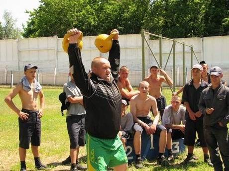 В харьковской «зоне» проверили, кто из заключенных лучше бегает и приседает (ФОТО), фото-8