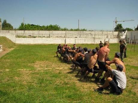 В харьковской «зоне» проверили, кто из заключенных лучше бегает и приседает (ФОТО), фото-9