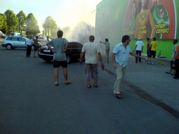 В Івано-Франківську біля супермаркету загорівся автомобіль (ФОТО), фото-1