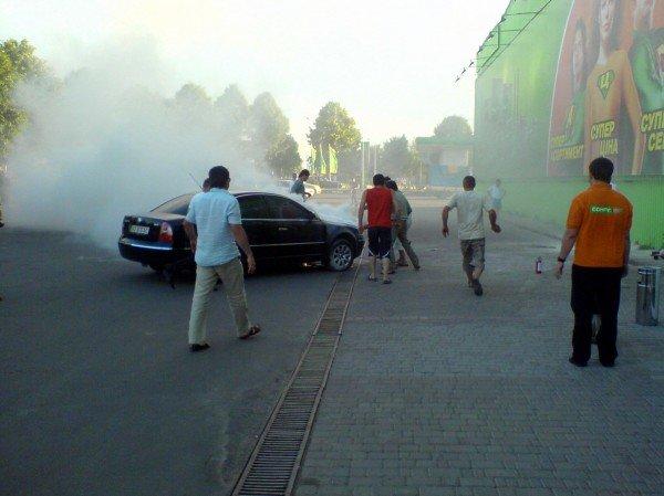В Івано-Франківську біля супермаркету загорівся автомобіль (ФОТО), фото-2