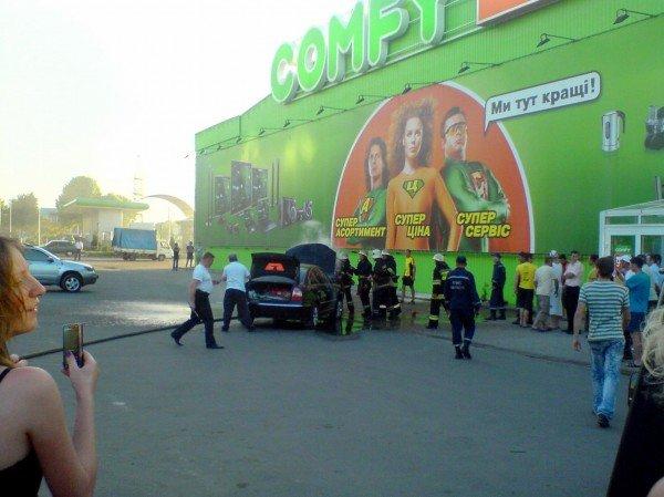 В Івано-Франківську біля супермаркету загорівся автомобіль (ФОТО), фото-3