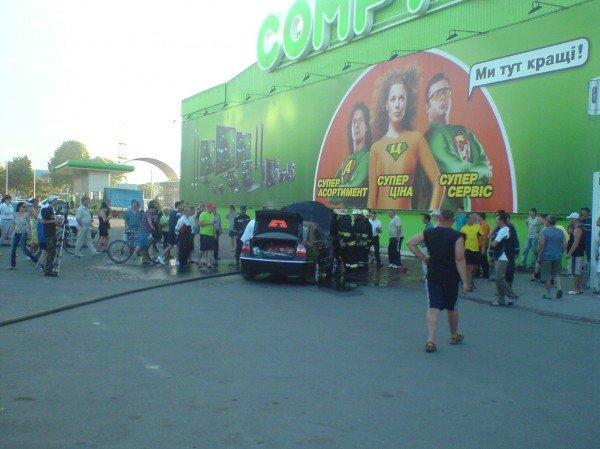 В Івано-Франківську біля супермаркету загорівся автомобіль (ФОТО), фото-5