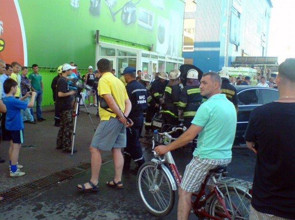 В Івано-Франківську біля супермаркету загорівся автомобіль (ФОТО), фото-6