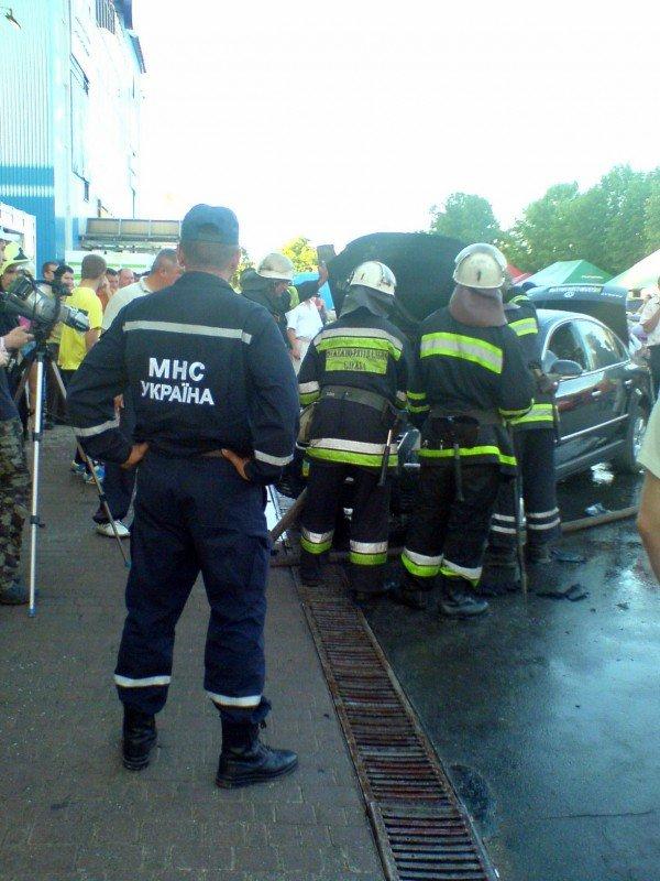 В Івано-Франківську біля супермаркету загорівся автомобіль (ФОТО), фото-7