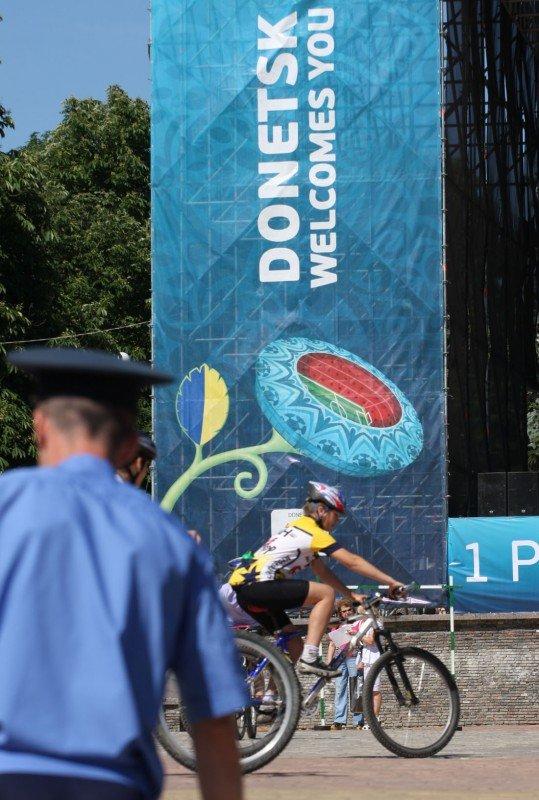 В Донецке - веломаунтенбайком, флорболом, и гонками на каноэ отметили год до старта футбольного «Евро-2012» (фото), фото-1