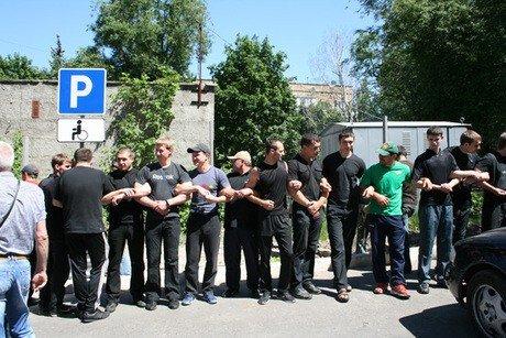 Милиция вмешалась в конфликт, разразившийся в центре Донецка между жителями и застройщиками дома от сына Януковича (видео), фото-1