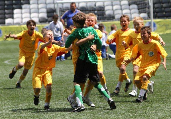 «Донбасс Арена» привела макеевских школьников на «Саньяго Бернабеу» - с победой их поздравили «Пара нормальных» (фото), фото-1