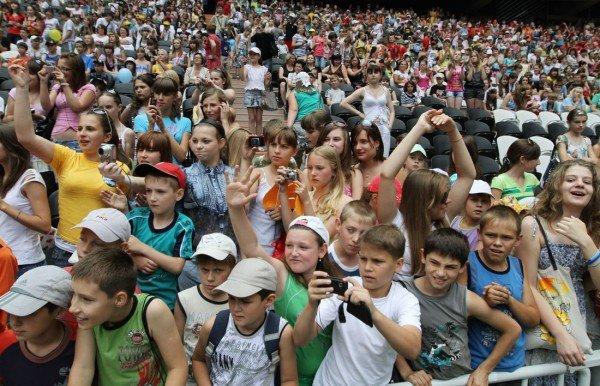 «Донбасс Арена» привела макеевских школьников на «Саньяго Бернабеу» - с победой их поздравили «Пара нормальных» (фото), фото-3