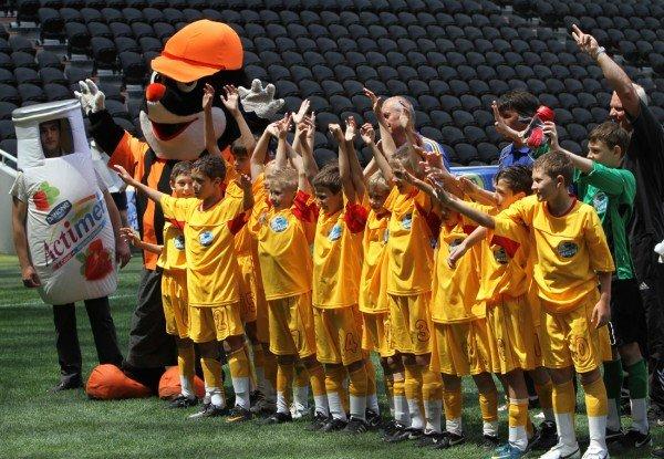 «Донбасс Арена» привела макеевских школьников на «Саньяго Бернабеу» - с победой их поздравили «Пара нормальных» (фото), фото-4