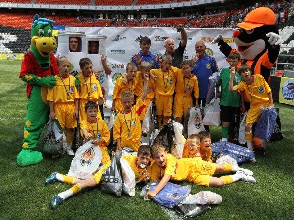 «Донбасс Арена» привела макеевских школьников на «Саньяго Бернабеу» - с победой их поздравили «Пара нормальных» (фото), фото-6