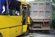 В результате многочисленных столкновений трех автомобилей и рейсового автобуса «Донецк - Шахтерск» пострадали 17 человек (фото), фото-2