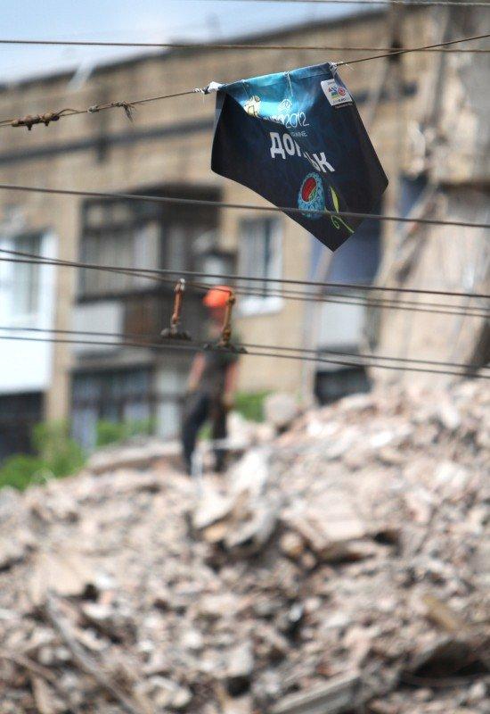 Александр Лукьянченко считает законным снос Януковичем гостиницы в центре Донецка (фото того, что осталось от «Дружбы»), фото-5