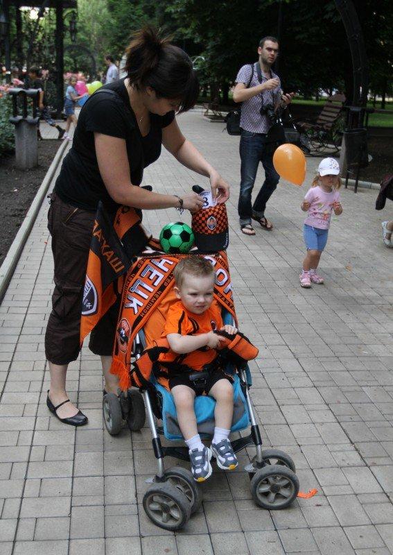 В Донецке прошел, первый в истории города, парад детских колясок (фото), фото-1
