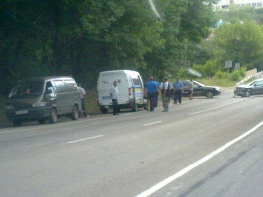 ДТП в Симферополе: столкнулись иномарка и Жигули (фото), фото-2